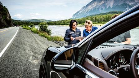 Porsche Catja Wiedenmann and Annette Loftus (r.)