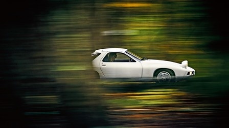 Porsche 928 at full speed