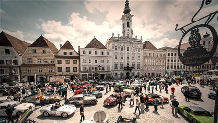 Porsche vintage car parade in Steyr