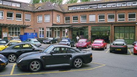 Porsche 1999: Werk 1, im Vordergrund ein 959
